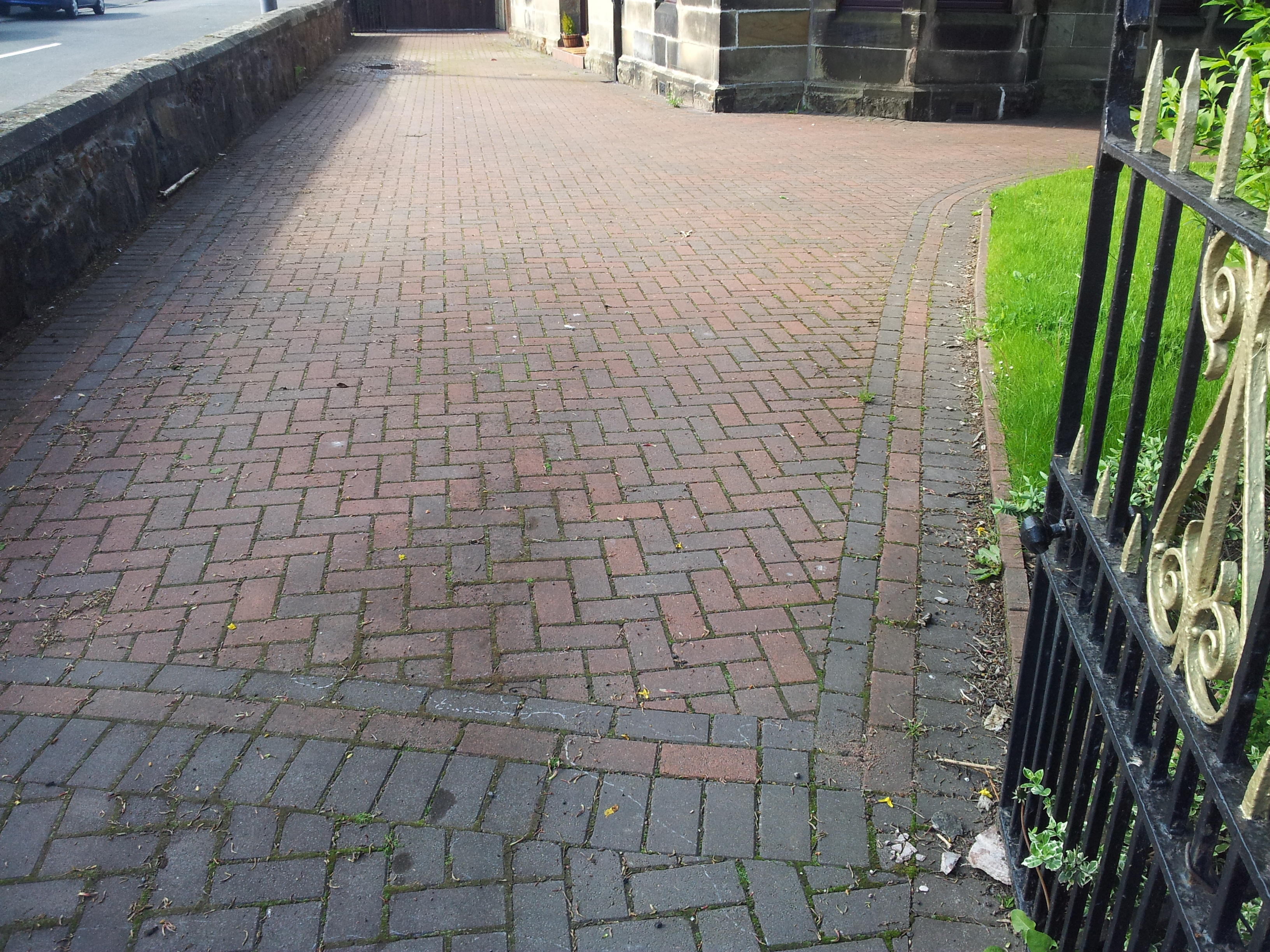 Monoblock Driveway Cleaning Glasgow - Clydebank